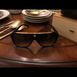 Pre-Owned Louis Vuitton Evidence Sunglasses